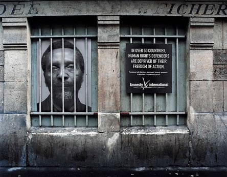 Marketing de guerrilla y actos de calle: dos maneras creativas de llegar a la gente